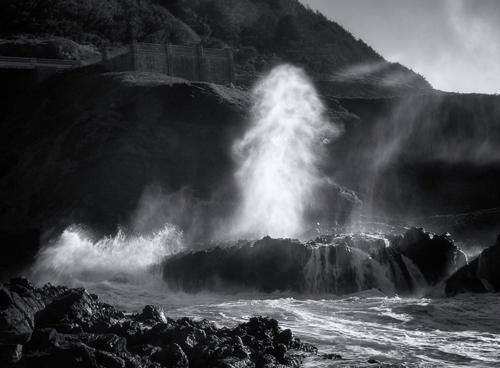 Water sprays from the Spouting Horn near Thor's Well
