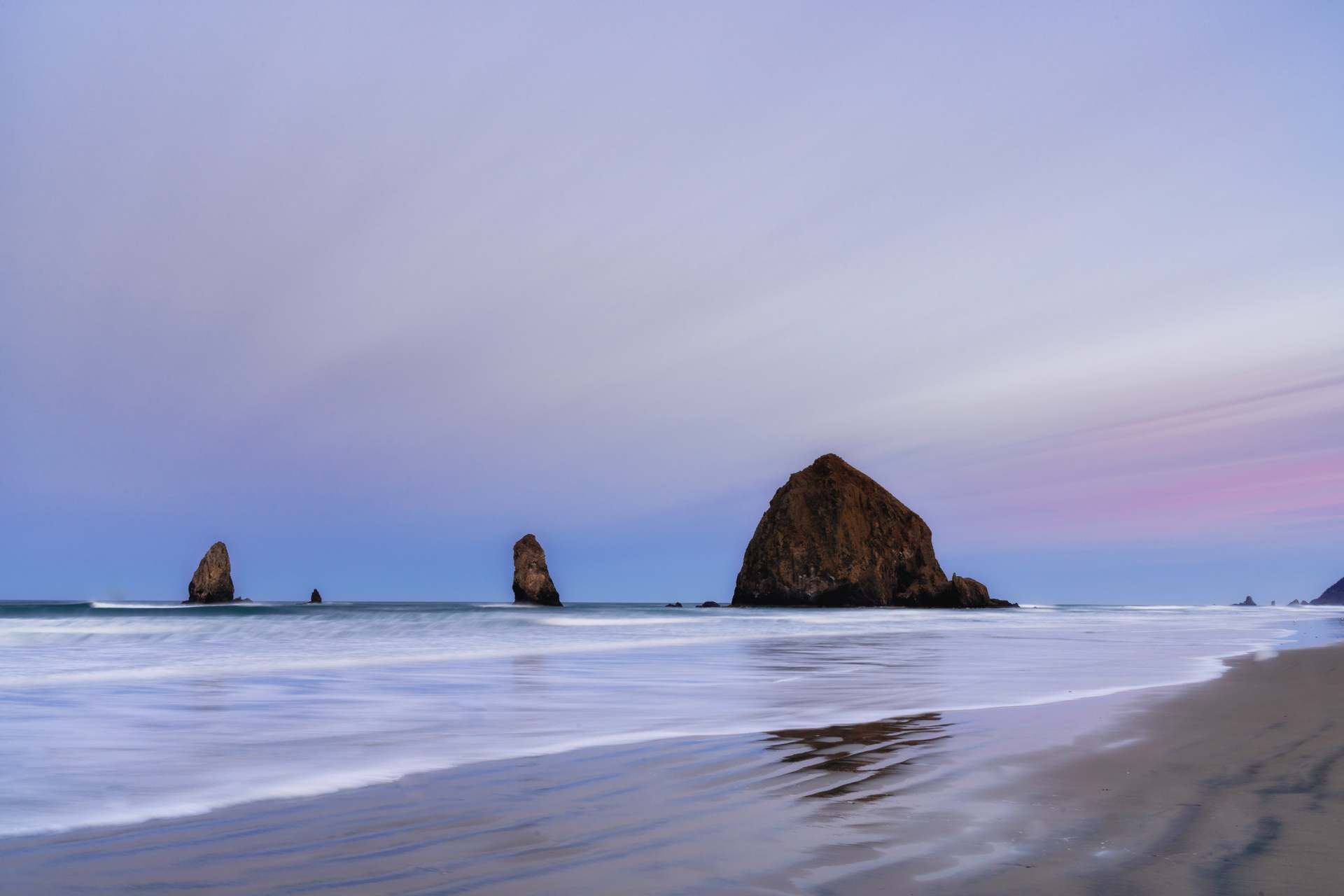 Waves at Cannon Beach and streaks of clouds